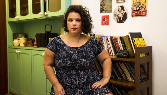 Tatiana Bastos, a professora de teatro que tem como palco um morro