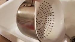 Cette technique pour égoutter les pâtes est...