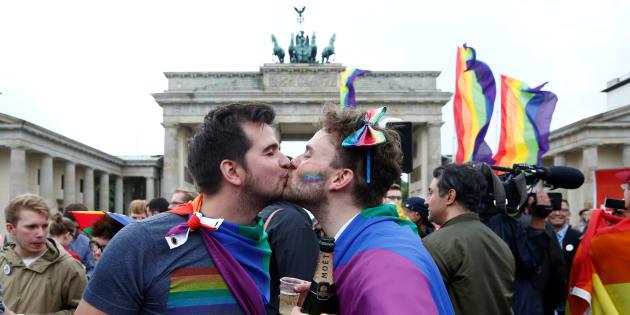 Una pareja celebra la legalización del matrimonio homosexual en Alemania el pasado junio.