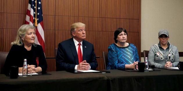 Donald Trump, Paula Jones, Kathy Shelton et Juanita Broaddrick à Saint-Louis le 9 octobre 2016
