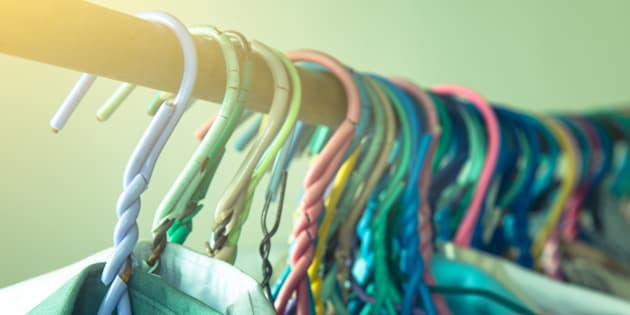 Donner les vêtements oubliés par ses clients aux SDF, la bonne idée du patron de pressing Stéphane Ruel.
