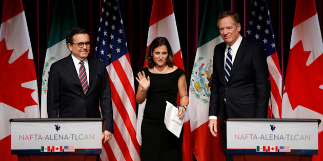 Foreign Minister Chrystia Freeland in between Mexico's Economy Minister Ildefonso Guajardo and U.S. Trade Representative Robert Lighthizer during third round of NAFTA talks on Sept. 27.