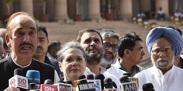 Congress leaders Ghulam Nabi Azad , Sonia Gandhi, Rahul Gandhi and Manmohan Singh along with Opposition parties leaders address media after meeting with President Pranab Mukherjee at Rashtrapati Bhawan  on 12 April 2017.