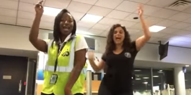 Elle loupe son avion et tourne un clip génial dans l'aéroport