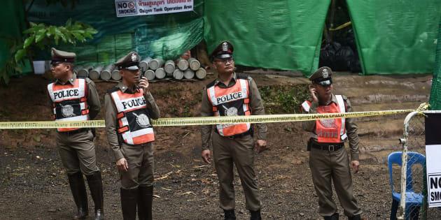 Six enfants coincés sont sortis de la grotte en Thaïlande.