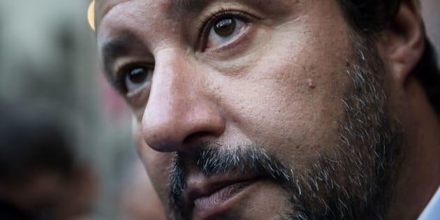 """Salvini: """"La masturbazione in pubblico deve tornare a e"""