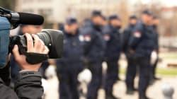 Les policiers s'attaquent aux journalistes, selon la