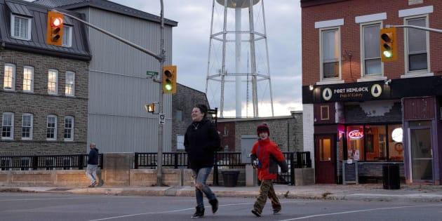 ef56af00bb49 People walk in Smiths Falls