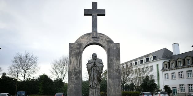 Honte au conseil d'État qui vient d'ordonner le retrait d'une croix à Ploërmel
