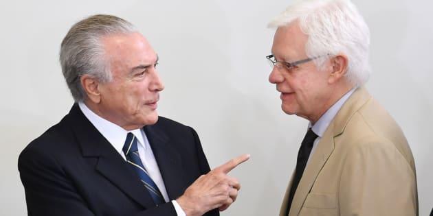 Presidente Michel Temer reedita medida provisória para garantir foro privilegiado a ministro Moreira Franco.