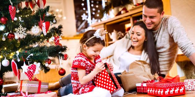 Les Français préfèrent déballer leurs cadeaux le 24 décembre au soir plutôt que le 25 au matin