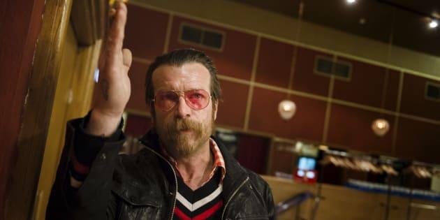 """""""Pathétiques et répugnants"""", le chanteur des Eagles of Death Metal s'en prend aux manifestants anti-armes à feu"""