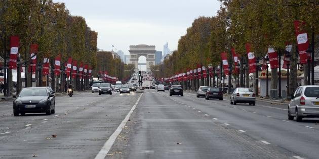 Les Champs-Elysées à Paris.