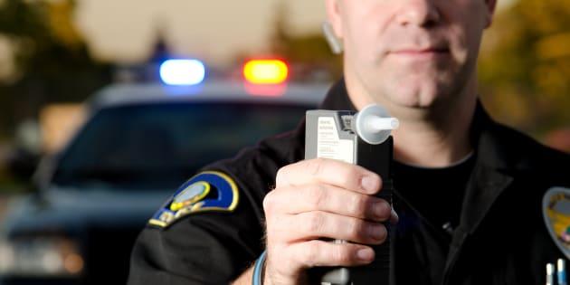 """""""Cercasi volontari che si ubriachino"""". L'annuncio della polizia ottiene migliaia di candidature"""