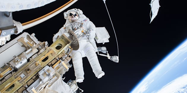 Une bactérie inconnue découverte dans l'ISS