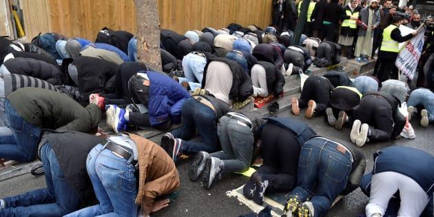 """""""Nous empêcherons les prières de rue"""" à Clichy-la-Garenne, assure Collomb."""