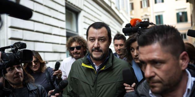 """Flat tax, Salvini su Facebook: """"Tassa unica per tutti&q"""