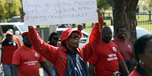 Members of Sadtu protest.
