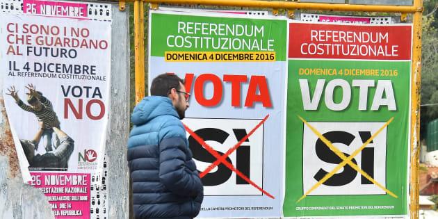 Des affiches de campagne pour le référendum constitutionnel italien à Rome, le 4 décembre 2016.
