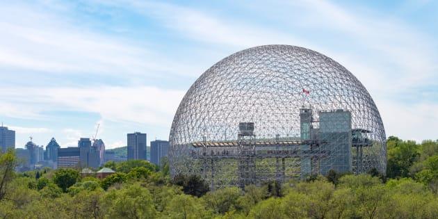 La Biosphère est installée dans l'ancien pavillon des États-Unis, érigé dans le cadre d'Expo 67.