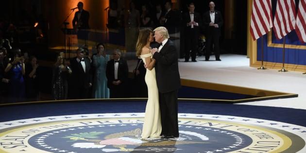 Melania et Donald Trump lors du bal de l'investiture du 45e président des États-Unis à Washington le 20 janvier 2017.