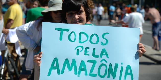 ONG Greenpeace faz ato na praia de Ipanema contra medida que acaba com a Reserva Nacional de Cobre e seus Associados (Renca) nos estados do Amapá e Pará.