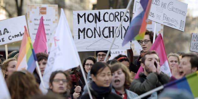 Macron doit engager la France financièrement dans la défense des droits sexuels des femmes dans le monde.