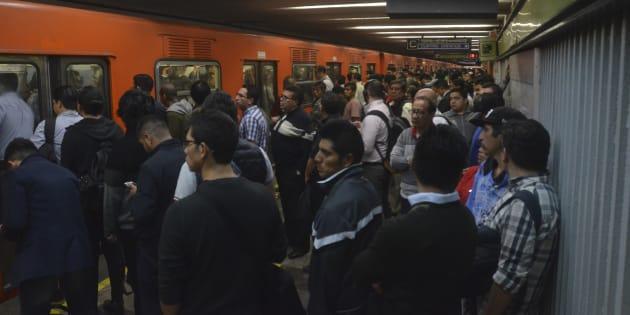 Las Línea 3 del del Metro, que corre de Indios Verdes a Universidad, es una de las tres que más movilizan a los 5.5 millones de usuarios y la que más se satura diariamente.