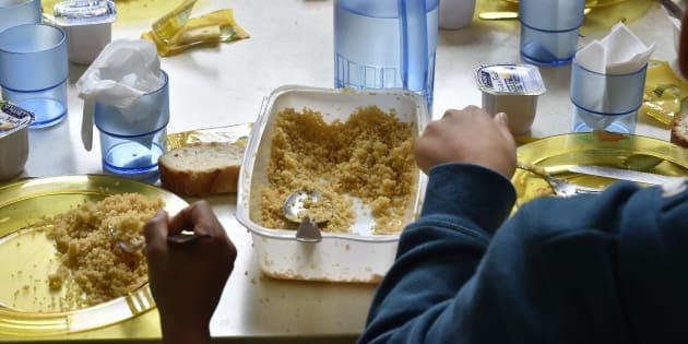 L'amendement pour supprimer le plastique des cantines scolaires rejeté, malgré la mobilisation citoyenne. À Bordeaux, les élèves mangent dans des assiettes en plastique.