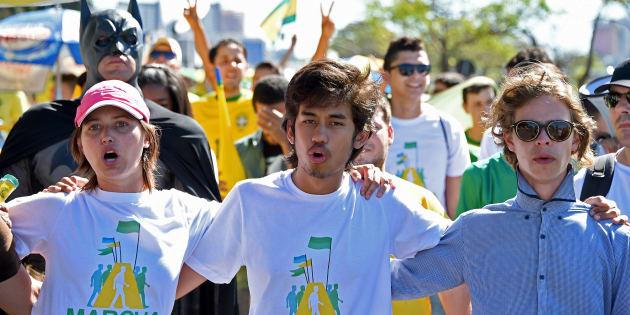 Kim Kataguiri (centro), um dos líderes do MBL, em ato pelo impeachment de Dilma Rousseff, em 2015.