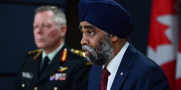 Defence Minister Harjit Sajjan and Chief of Defence staff General Jonathan Vance attend a news conference on fighter jets in Ottawa on Nov. 22, 2016.