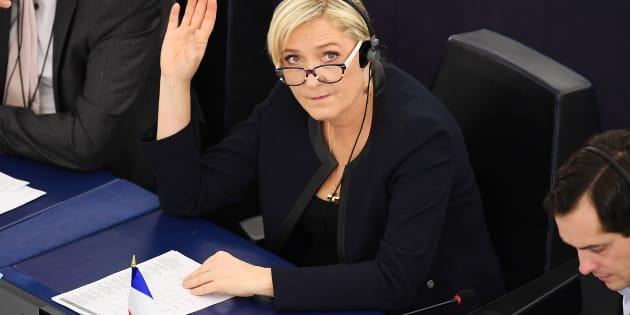 Marine Le Pen devra bien rembourser 300.000 euros au Parlement européen.