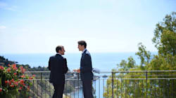 Le foto di Trudeau e Macron nella cornice mozzafiato di Taormina sono le più