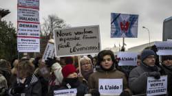 Des manifestants réclament l'ancienne formule du Levothyrox devant une