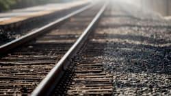 17enne si lancia sotto un treno a Montemarciano. Tre ragazzi fotografano la