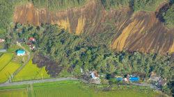 《北海道地震》厚真町で土砂崩れで生き埋め。16人と連絡取れず。気象庁、震度7の可能性否定せず
