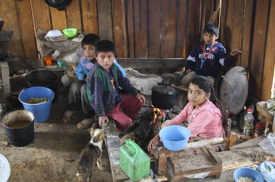 Cientos de familias viven en condiciones precarias en la comunidad Pie de Maguey, la cual pertenece al municipio de Cochoapa el Grande, en la montaña de Guerrero.