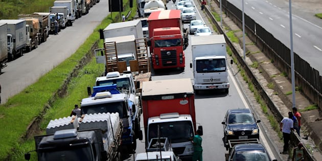 Greve dos caminhoneiros lança luz sobre uma economia essencialmente baseada no diesel.