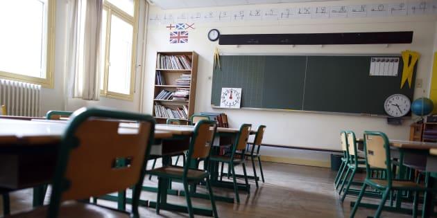 Une salle de classe d'école primaire à Paris.