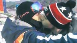Il bacio olimpico di Gus Kenworthy e il fidanzato Matt in diretta è il