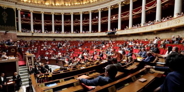 """Contre la révision constitutionnelle, 75 députés LR accusent Macron d'""""attaquer au bazooka"""" l'Assemblée."""