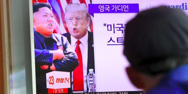 Une télévision montrant Donald Trump et Kim Jong-Un à Séoul, le 9 août.