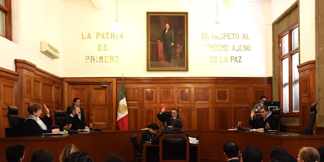José Ramon Cossío, ministro de la Suprema Corte de Justicia de la Nación (SCJN), aseguró quelos sueldos de los ministros no pueden ajustarse porque están protegidos por una iniciativa del Congreso de la Unión.