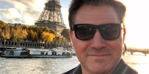 Selfie du journaliste Jim Acosta à Paris, venu couvrir pour CNN le déplacement du président américain