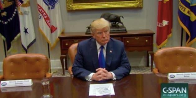 """Cette mise en scène des """"chaises vides"""" de Trump pour critiquer les démocrates n'a pas eu l'effet escompté."""
