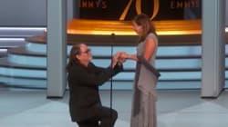 エミー賞でプロポーズ、感動広がる 監督が恋人に「私の妻と呼びたい」