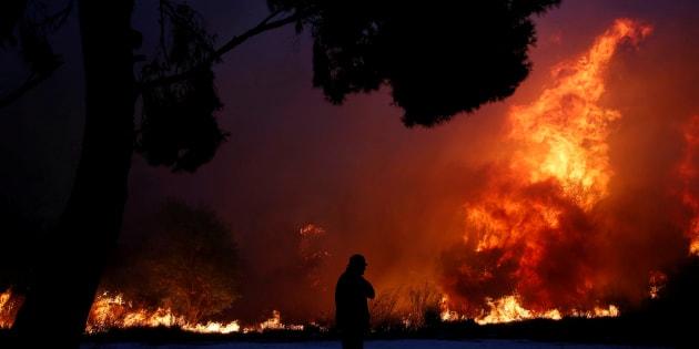 60 morts dans des incendies en Grèce