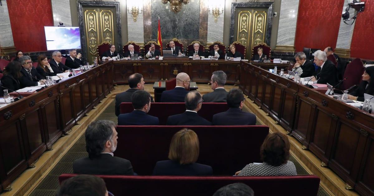 """In Spagna parte il processo ai secessionisti catalani, la difesa: """"Paragonati a nazisti o terroristi"""". Sanchez in bilico"""