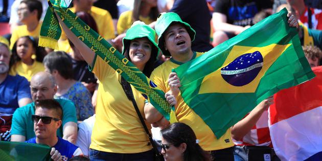 Torcida brasileira está ansiosa para estreia da equipe contra a Suíça, no domingo (17).