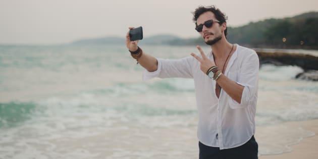 """""""Touristes ou voyageurs Instagram, nous ne découvrons plus le monde, nous le consommons"""""""